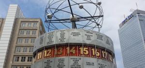 Berlin Alexanderplatz - Blick auf die Weltzeituhr